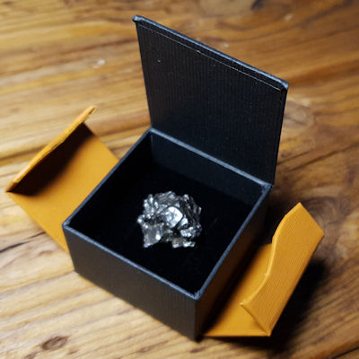 Geschenkverpackung-Meteorit-4000qMXPgNjMQVLx